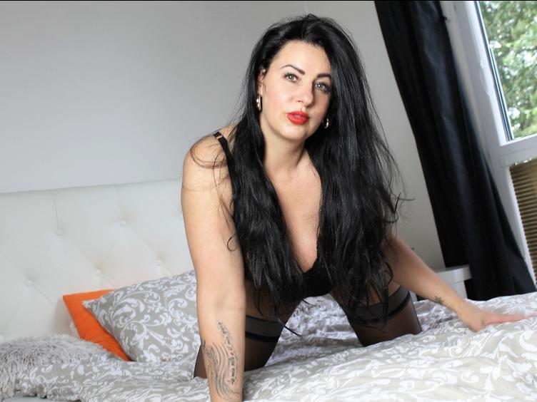 Heisse, sexy Luder ohne Tabus. Ich liebe Sex, und mit mir wird es heiss und geil. Ich erwarte Dich gerne hier und werde nur für Dich da sein. Komm zu mir, und genieße mich und meine pralle Erotik.