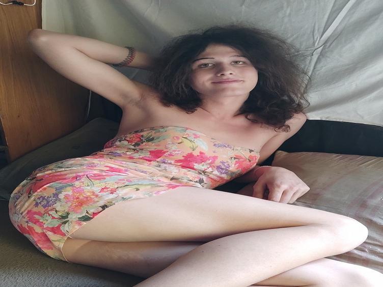 Hallo Leute, ich bin Fanni, ein sehr sinnliches und heißes Transmädchen. Ich liebe es, diese Welt und meinen Body zu entdecken. CsinibabaFanni1 [cpb_autotext catalog=